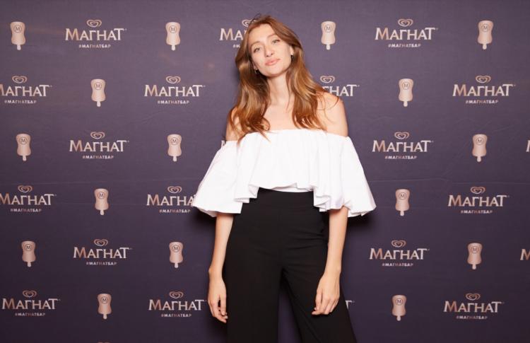 Мария Миногарова угостила поклонников авторским мороженым в баре Магнат