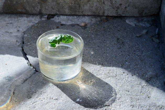 Тренд: где в Москве пить прозрачные коктейли