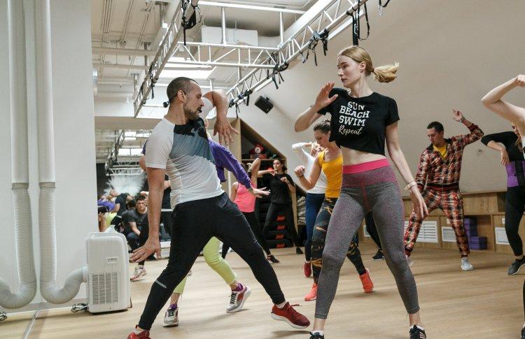 Время танцевать: свобода, музыка и драйв на тренировках Street Jazz в X-Fit