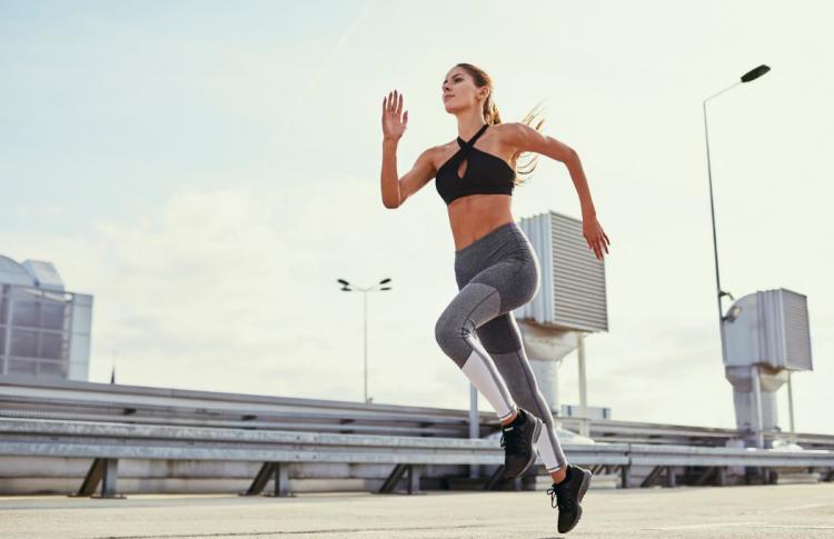 Правила ЗОЖ: зачем нам бег, витамины и БАДы