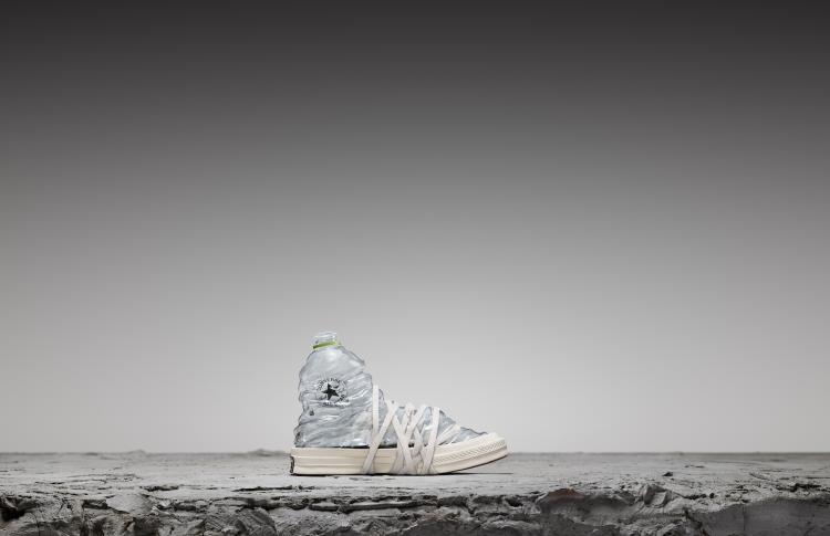 Первые кеды Converse, изготовленные из переработанного пластика