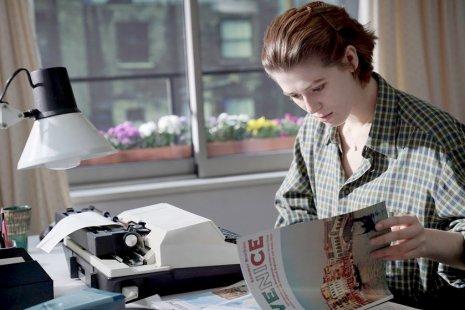 Пейзажи, отчуждение и влечение к мебели: что смотреть у Джоанны Хогг