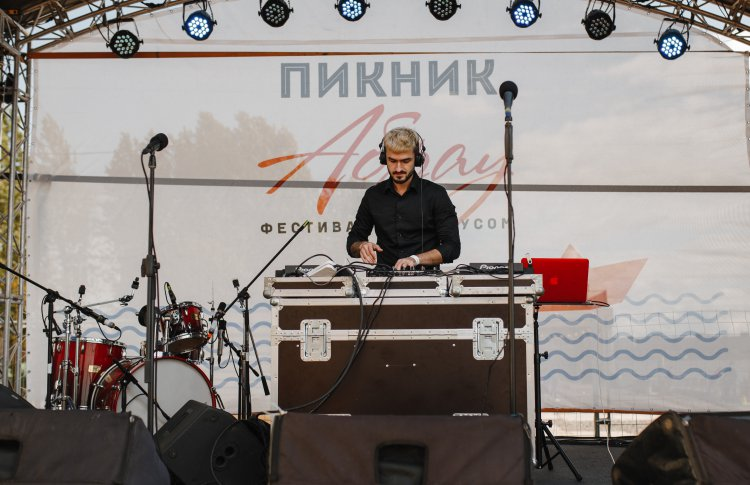 В Санкт-Петербурге прошел второй летний фестиваль «Пикник Абрау»
