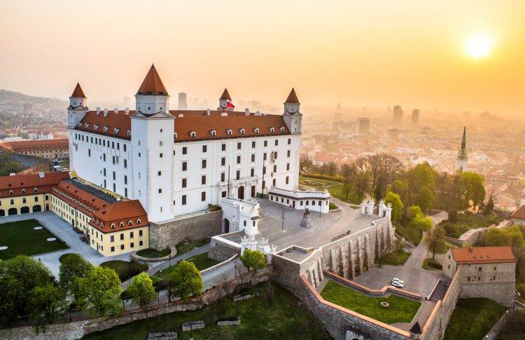 Куда поехать осенью — 5 недооцененных городов Европы