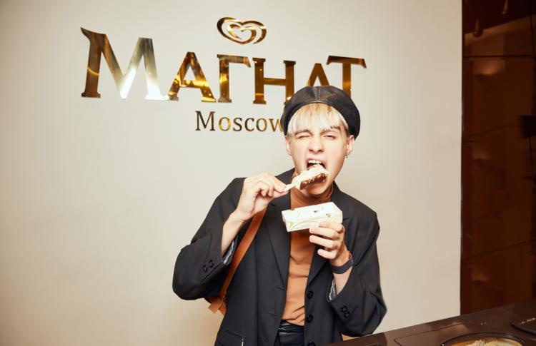 Настасья Самбурская и Мария Миногарова запустили флешмоб   #ТвоиПравилаУдовольствия на заключительной вечеринке в Магнат баре