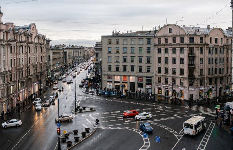 UNIQLO открыл первый магазин в формате стрит-ритейл в Петербурге