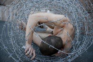 Биеннале, шоурум и разрезанные холсты: 8 важных выставок ноября