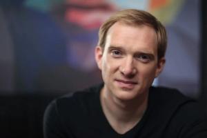 «Мы же всегда играем про людей»: интервью с Андреем Бурковским