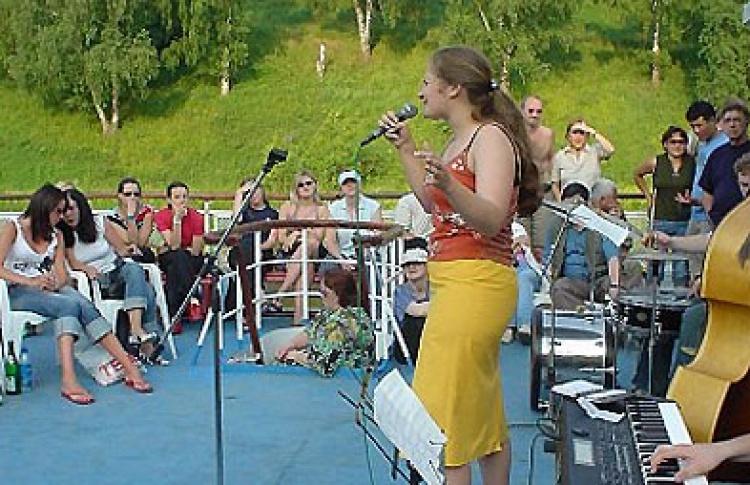 Анна Левшина (вокал)