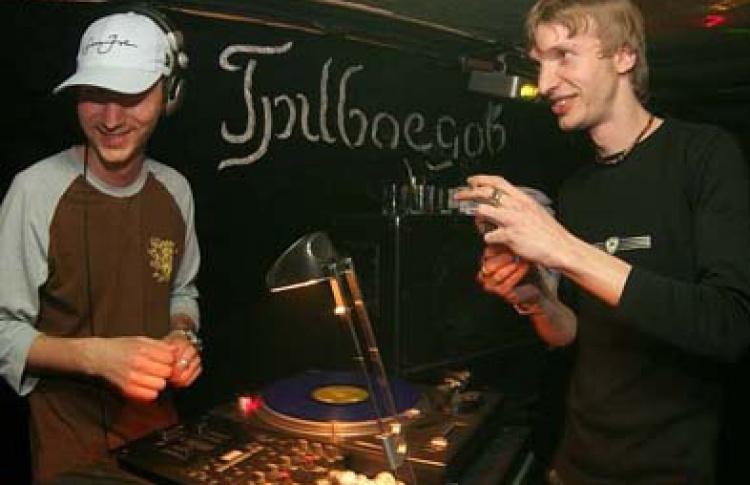 Компания Хайништюк. Вечеринка Stepтусин: DJs Timij, Mazai, Oxide, Vissardi, Vada, Sunsh (nuskoolbreakz, funkybreakz, electro, jacking house, miamibass, gettotech, bailefunk, dubstep)