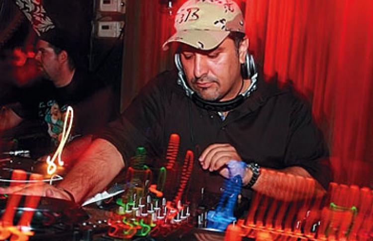 Wazzup?: DJs Behrouz, Данила, Muzikjunki