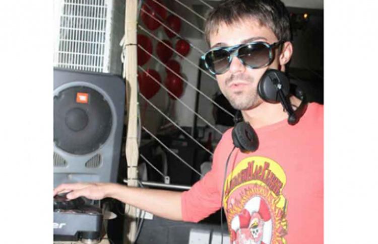 LEDниковая революция. DJs Slutkey, Andrey Vakulenko