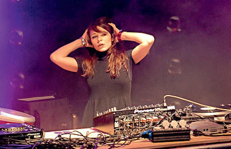 Voices. All Time Team Show: DJs Нина Кравиц, Вакула, Вел, Сергей A. M., VJ Selesneva