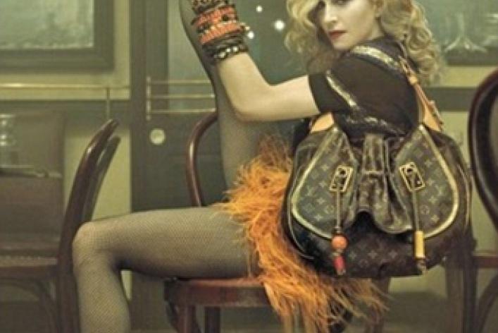 Мадонну погубили стринги