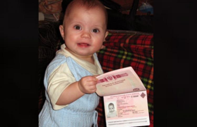 Загранпаспорта украсят карточками младенцев