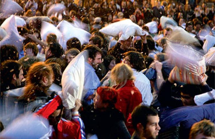 Бой подушками на Красной площади