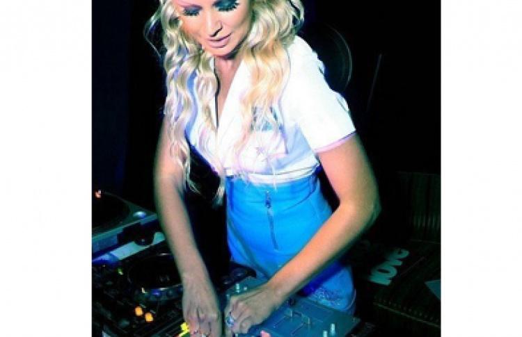 Space Nigth. DJs Kosinus, Mihashu, Alena, гость - DJ Austin (MTV)