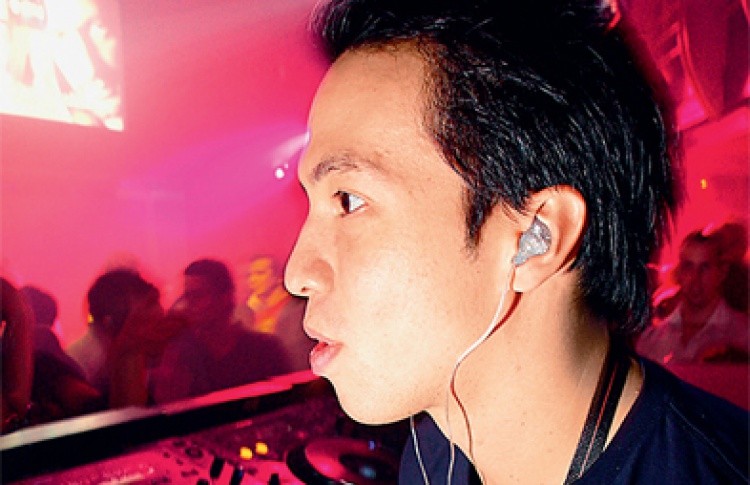 DJs Laidback Luke (Нидерланды), Ястреб & Four, Лосев