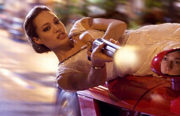 Джоли номинировали на«Что захрень?» отMTV (видео)