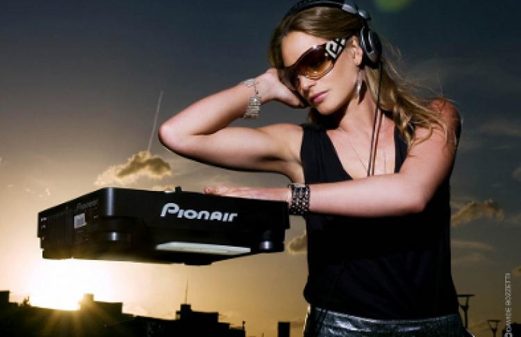 DJs Miss Kelly Marie (Великобритания), Kareras, Денис Саблин, Кука