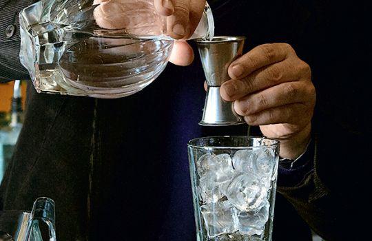 Рецепты коктейлей с мартини, водкой, текилой, джином, виски, ромом...
