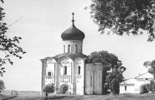 Лекция посвящена зодчеству Владимиро-Суздальского княжества, важному явлению в истории русской архитектуры.