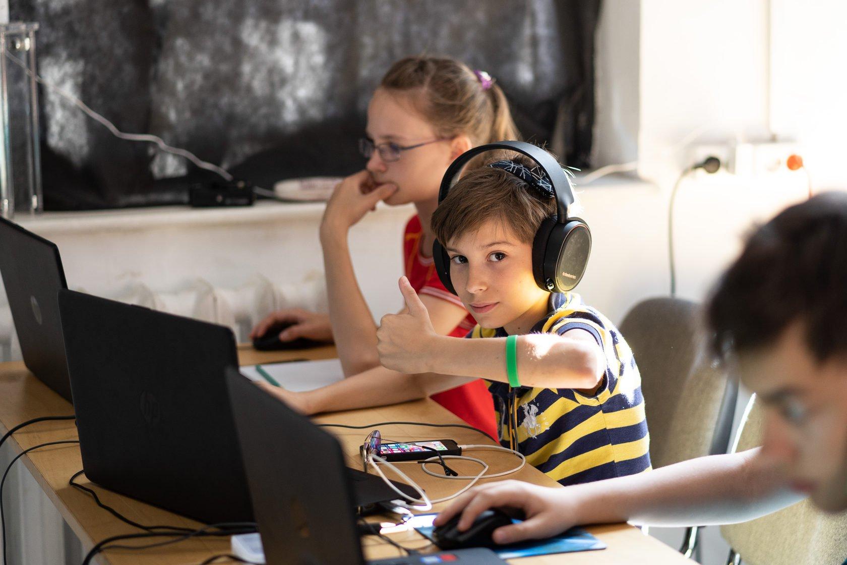 Клубы в москве для 16 летних сатья дас мужской клуб слушать онлайн