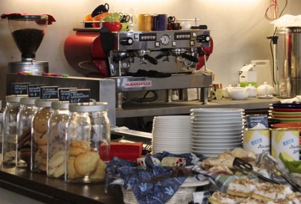 """Магазин и большое кафе """"Студии Артемия Лебедева"""" - Фото №2"""