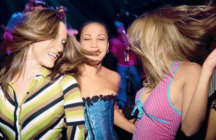 В чем ходят в клубы в москве ночной клуб на выпускной в спб
