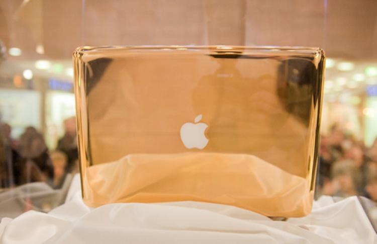 Золотой ноутбук MacBook Pro
