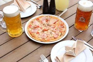 Пицца вресторане «Карл иФридрих»