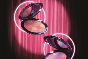 Guerlain представил рождественскую коллекцию макияжа Crazy Paris