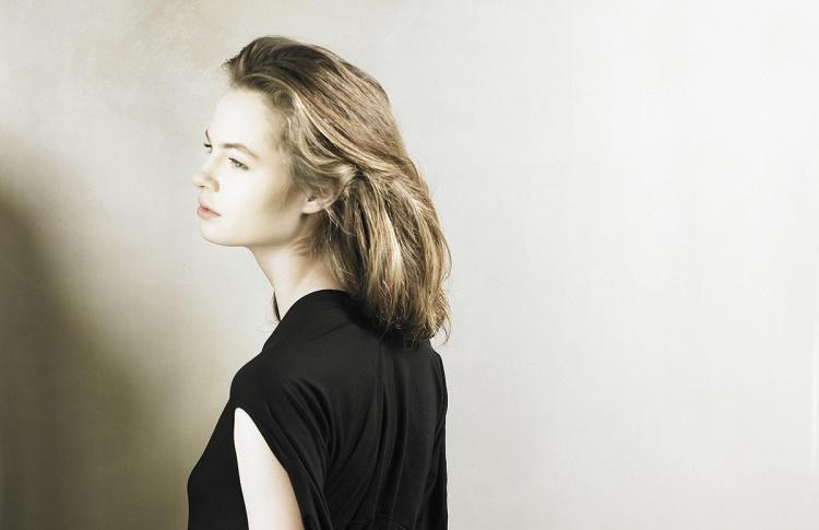 Aurora Fashion Week:коллекция платьев из фарфора ИФЗ