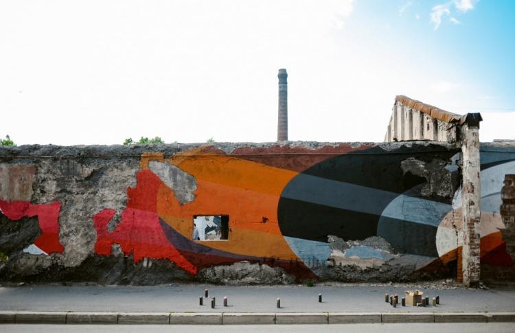 Накануне открытия Casus Pacis уличные художники расписали склады в Кронштадте Фото №438890