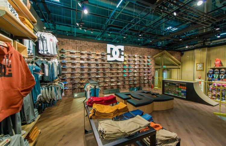 В Петербурге открылся экстрим-магазин Boardriders Фото №446834