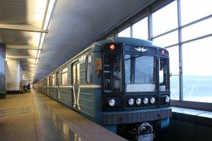 Уснувшего прямо в поезде машиниста уволили из метро