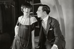 «В театр попадают раз и навсегда, как под поезд»: монологи театральных гардеробщиков