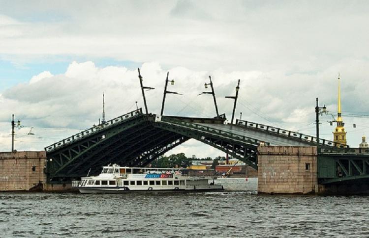 Изменился график разводки Тучкова моста