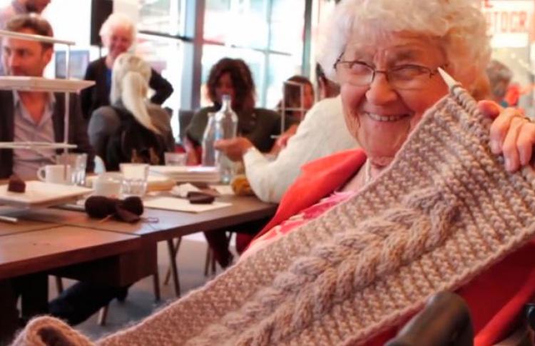 Теплое отношение и теплые подношения объединяют петербуржцев, участвующих в предновогоднем проекте «Ночлежки»