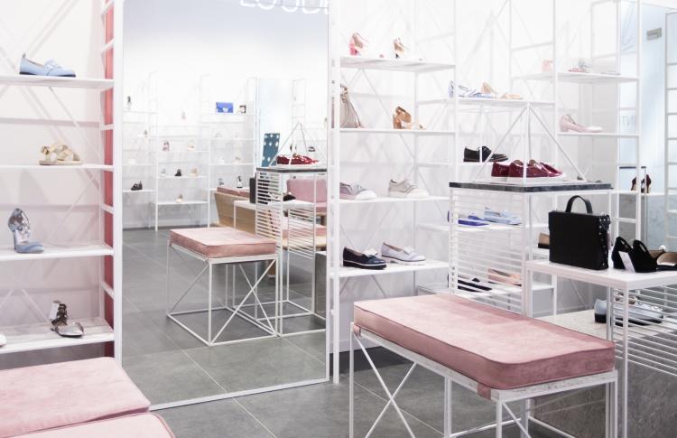 Магазин обуви и аксессуаров
