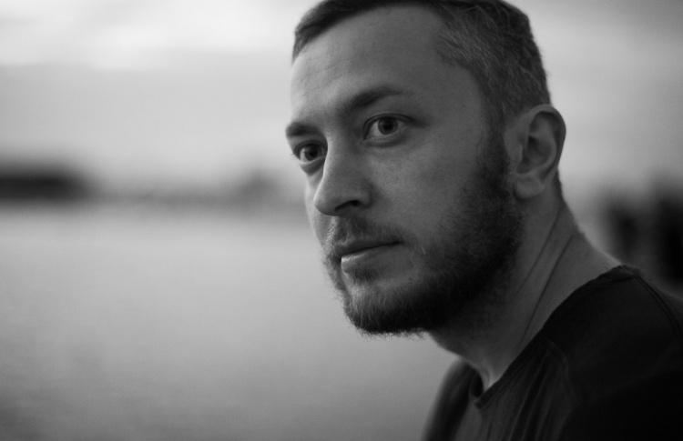 Москвич расклеил в метро фотографии, которые снимал под землей пять лет