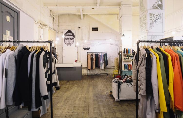 Магазин одежды, обуви и аксессуаров