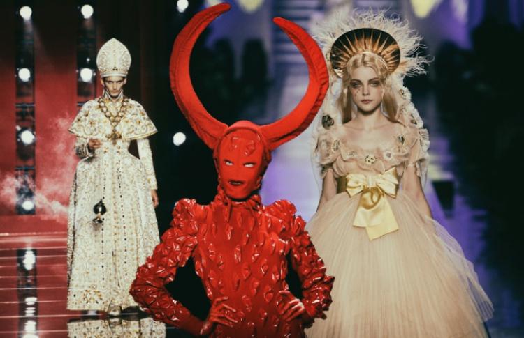 Ничего святого: как дизайнеры эксплуатируют тему религии в моде