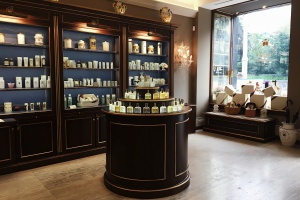 5 самых красивых аптек Москвы