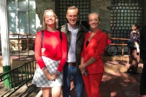 Баста, Навальный и Цигаль: посмотрите, как известные москвичи отвели детей в школу
