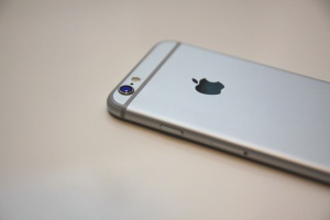 Последние модели iPhone подешевели на 10% перед презентацией Apple