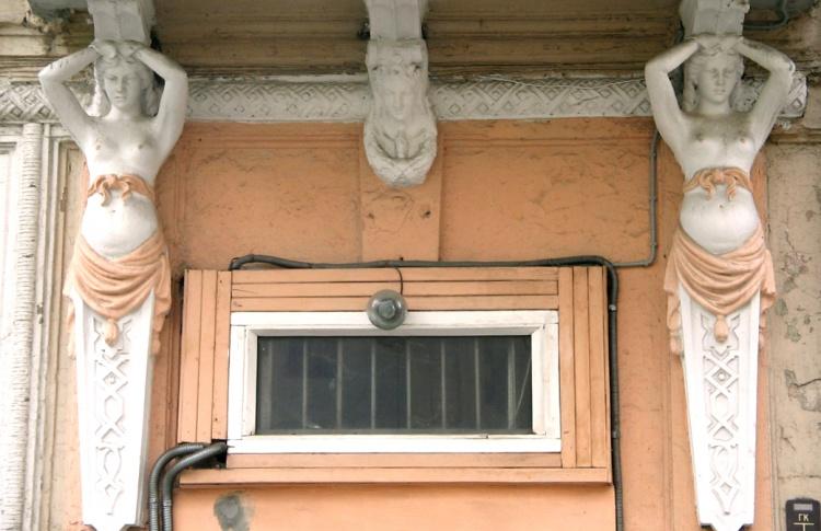 Бордели, трактиры, публичные дома: пешком по району «красных фонарей»