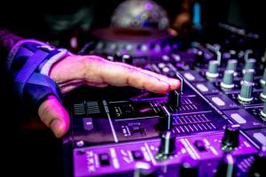 3 школы, где помогают формироваться современным музыкантам