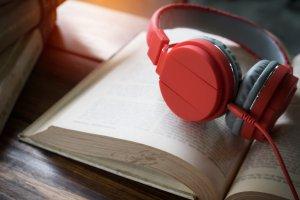5 аудиокниг, которые выбирают в России