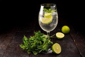 Что пить вместо Aperol Spritz: 10 новых коктейлей